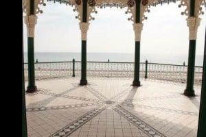 Gazebo di salah satu sudut pantai di Brighton